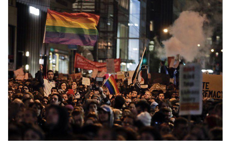 Continúan protestas contra Trump en todo el país