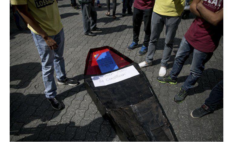 Universitarios exigen a Maduro resultados en mesa de diálogo