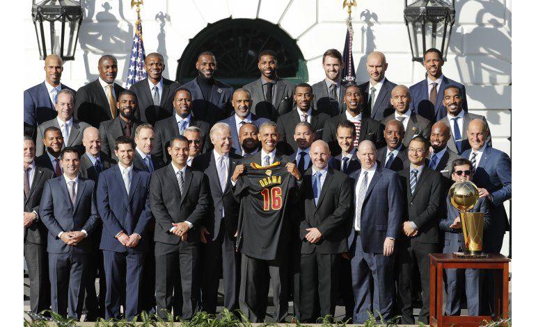 Obama homenajea a campeones de la NBA