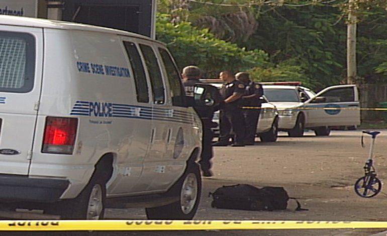 Encuentran cadáver de una mujer detrás de una estación de gasolina en el área de Allapatah