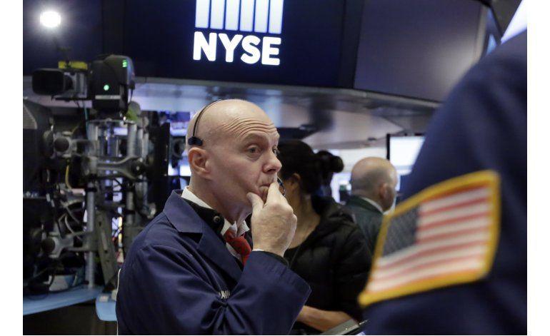 Wall Street cierra con altibajos; alza récord de Dow Jones