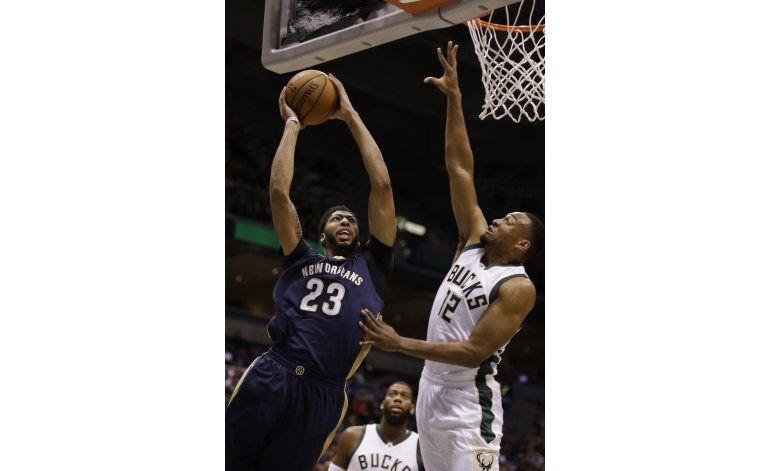 Los Pelicans obtienen su primer triunfo al vencer a Bucks