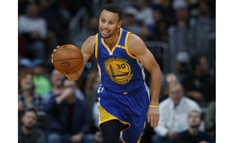 Curry conduce a Warriors a paliza de 125-101 sobre Nuggets