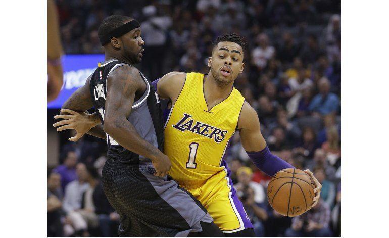 Williams anota 21 y Lakers remontan para ganar a Kings