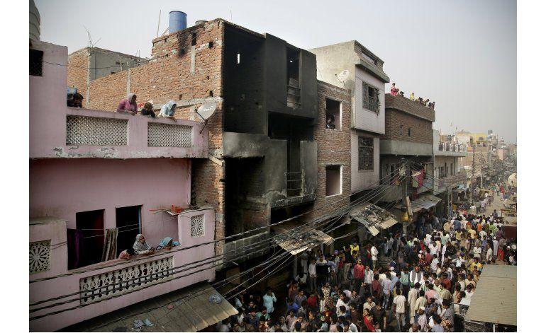 India: Mueren al menos 13 en incendio en fábrica textil