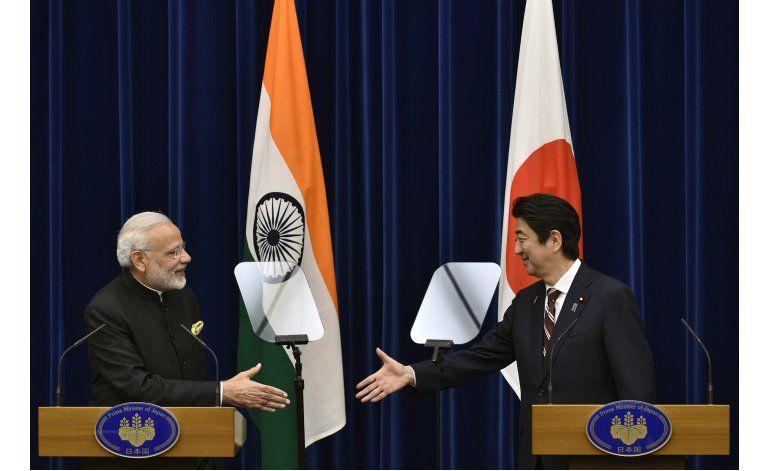Japón e India firman un acuerdo nuclear civil