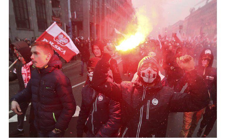 Nacionalistas marchan para celebrar independencia de Polonia