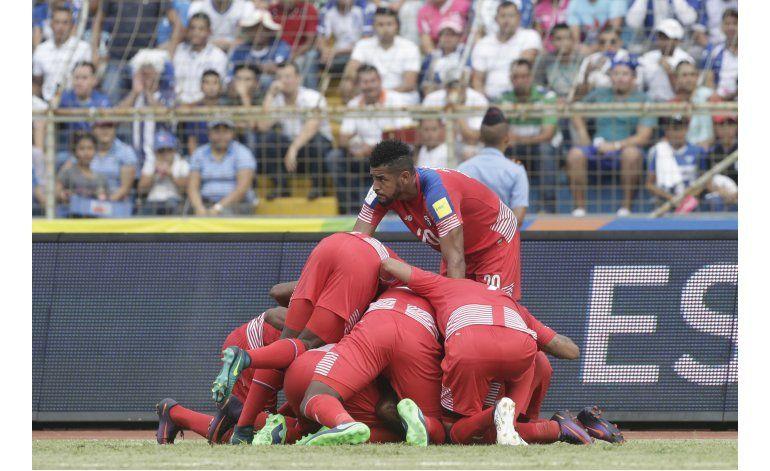 Panamá da zarpazo a Honduras en eliminatoria