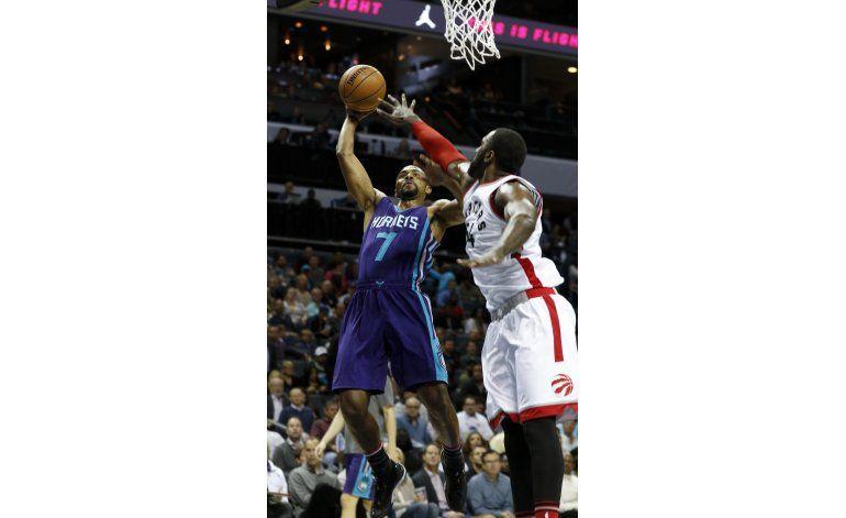 DeRozan lidera remontada de Raptors ante Hornets