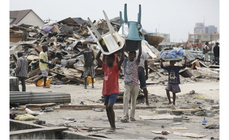 Miles de desamparados por destrucción de barrio en Nigeria