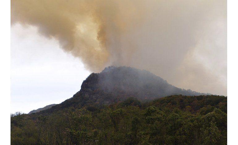Incendios en EEUU despiden peligrosas nubes de humo
