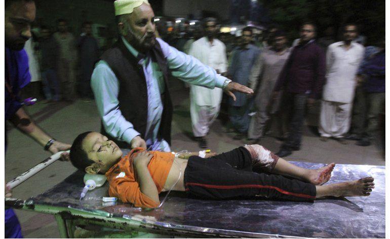 Estallido de bomba en templo sufí deja 50 en Pakistán