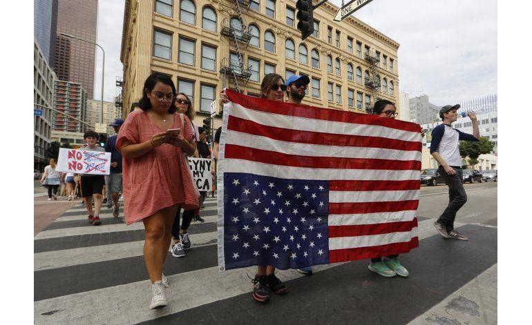 Miles marchan en EEUU contra presidente electo Donald Trump