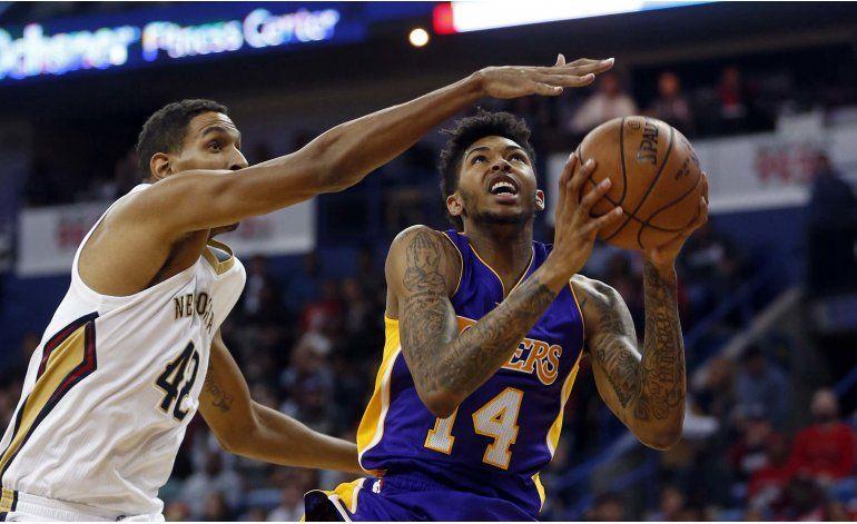 Clarkson anota 23 y Lakers aplastan a Pelicans