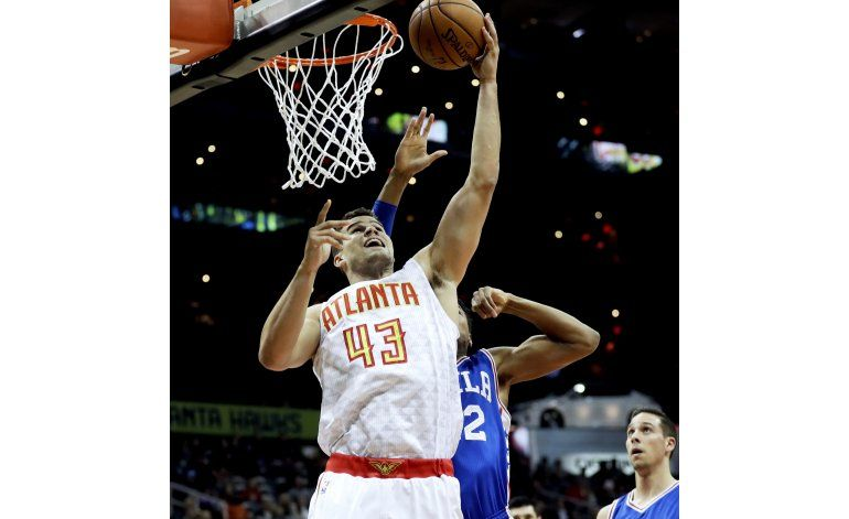 Hawks ponen a 76ers otra vez en la senda de la derrota