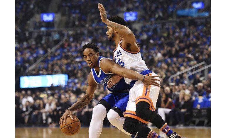 DeRozan suma 33 puntos y Raptors vencen a Knicks
