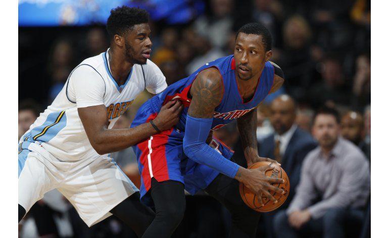 Pistons logran 1er triunfo de visitantes en la campaña