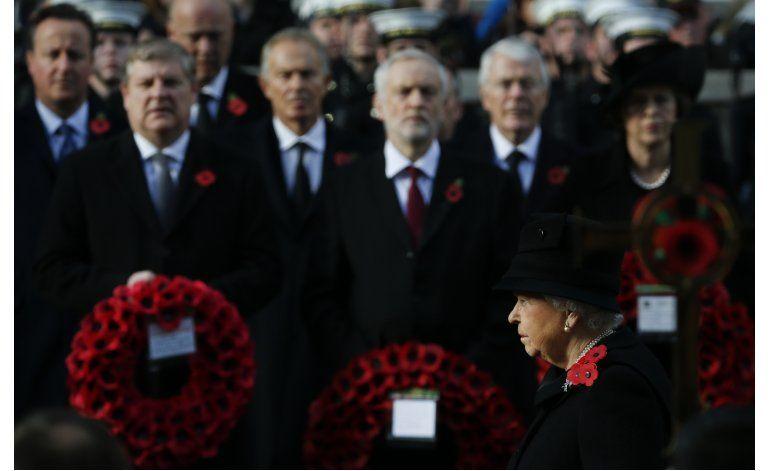Reina Isabel II encabeza oficio del Día de Recordaciòn