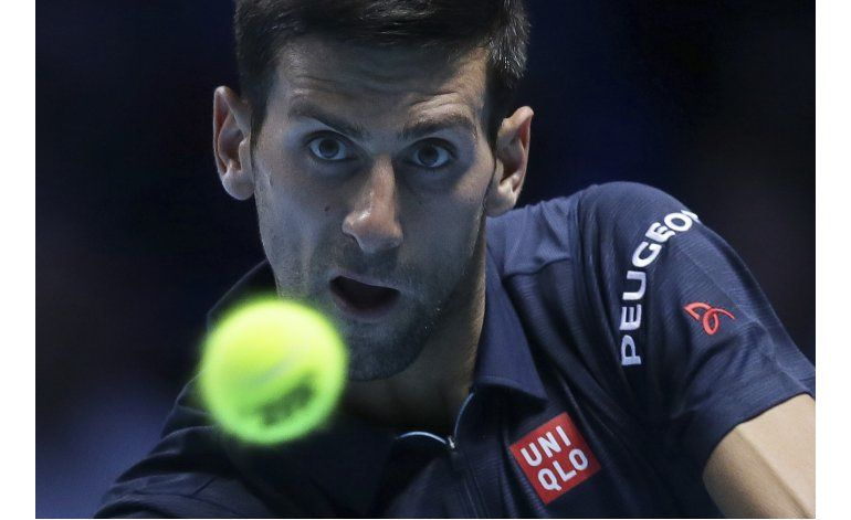 Tras susto, Djokovic doblega a Thiem en Copa Masters