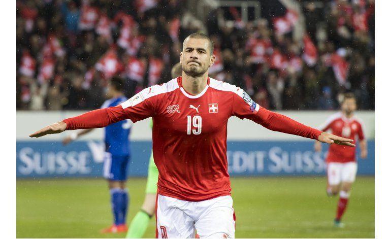 Con 2 de Cristiano Portugal golea, pero está detrás de Suiza