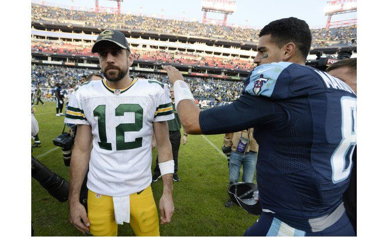 Titans arrasan 47-25 a Green Bay