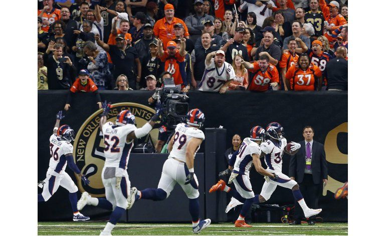 Broncos bloquean punto extra y vencen a Saints
