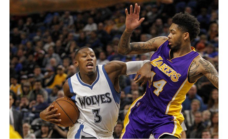 Wiggins anota 47 y Wolves aplastan a Lakers