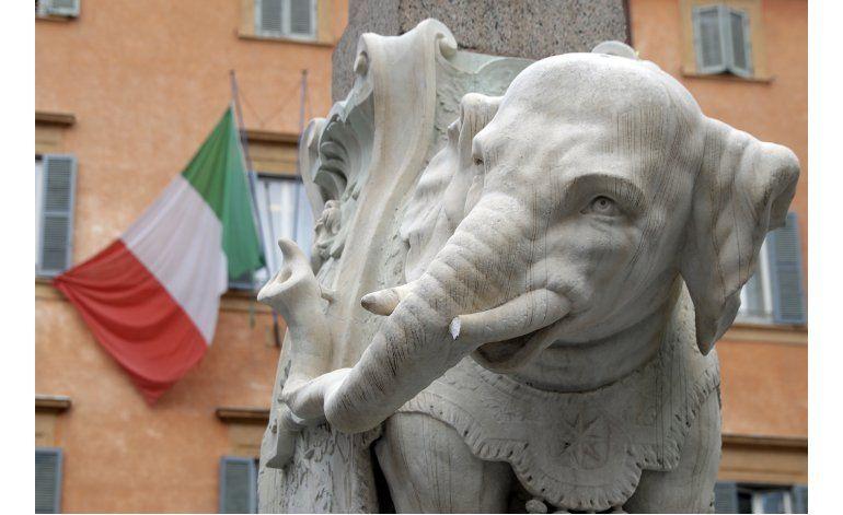 Vándalos rompen colmillo de estatua de elefante de Bernini