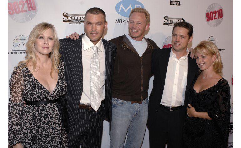 Elenco de 90210 rinde homenaje a Shannen Doherty