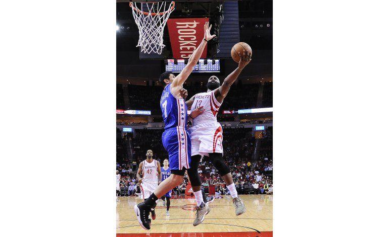 Harden anota 23 puntos en 1er cuarto; Rockets vencen a 76ers
