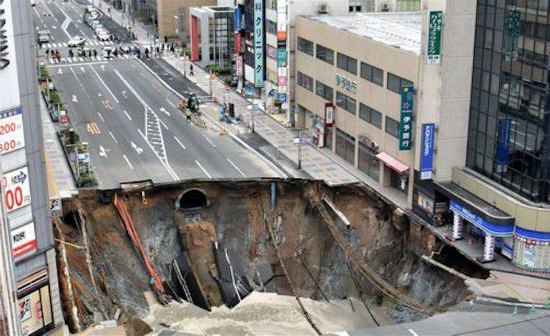 Japón, récord: un enorme agujero en medio de una ciudad fue reparado en 48 horas
