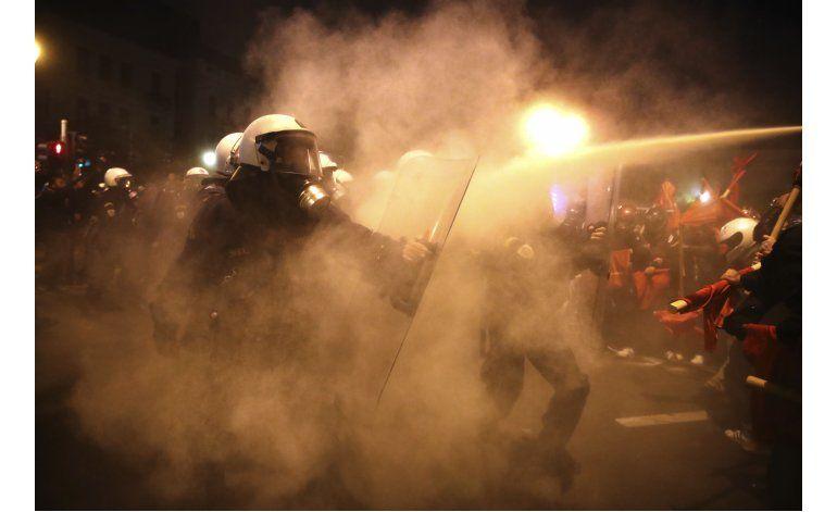 Protestantes chocan con policías griegos por visita de Obama