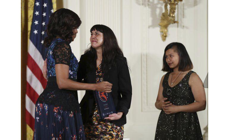 Michelle Obama premia 13 programas artísticos