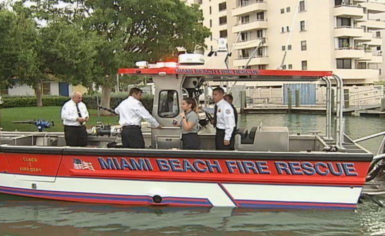 Bomberos de Miami Beach cuentan con nuevo bote para rescates y emergencias