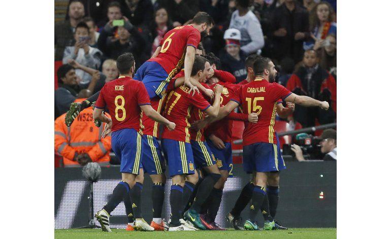 España remonta y empata 2-2 con Inglaterra