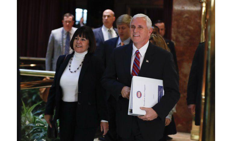 Trump se reúne con Pence en una accidentada transición