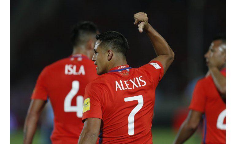Chile vence 3-1 a Uruguay y queda en zona de clasificación