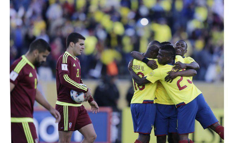 Ecuador despacha a Venezuela y sube en la tabla