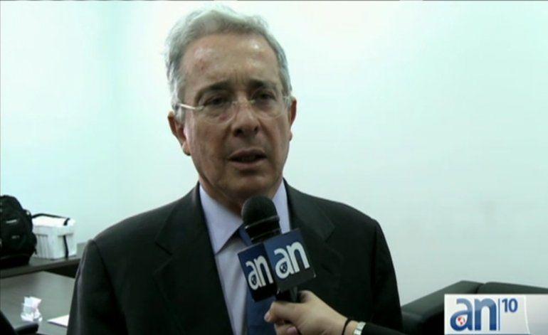América noticias habla con el ex presidente Alvaro Uribe