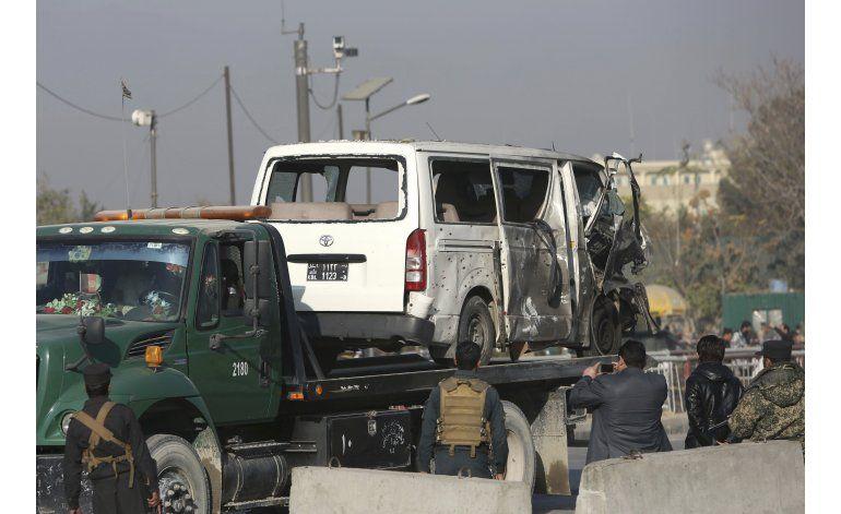 Funcionarios afganos: suicida mata a seis en Kabul