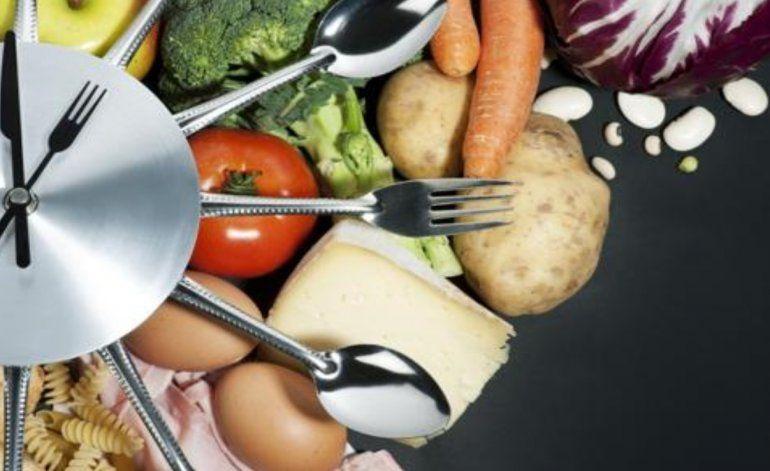 Cenar a la tarde: ¿una nueva manera para perder peso?