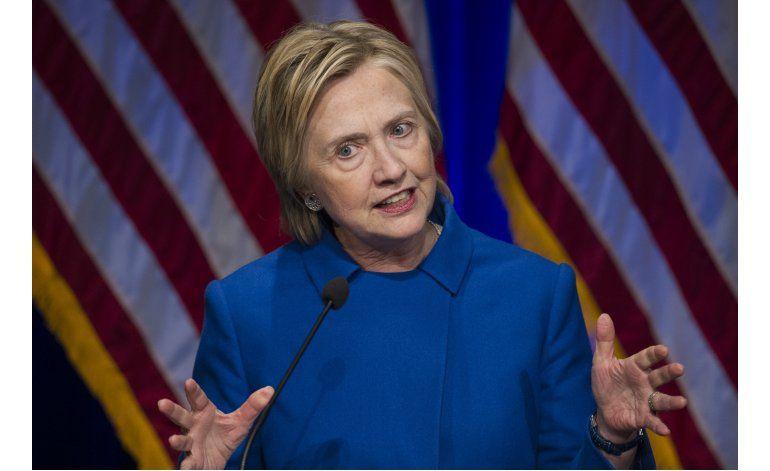 Clinton pide a sus seguidores mantenerse comprometidos