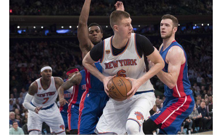Porzingis fija récord personal, Knicks vencen a Pistons