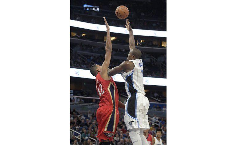 Ibaka y Vucevic ayudan al Magic a vencer a los Pelicans