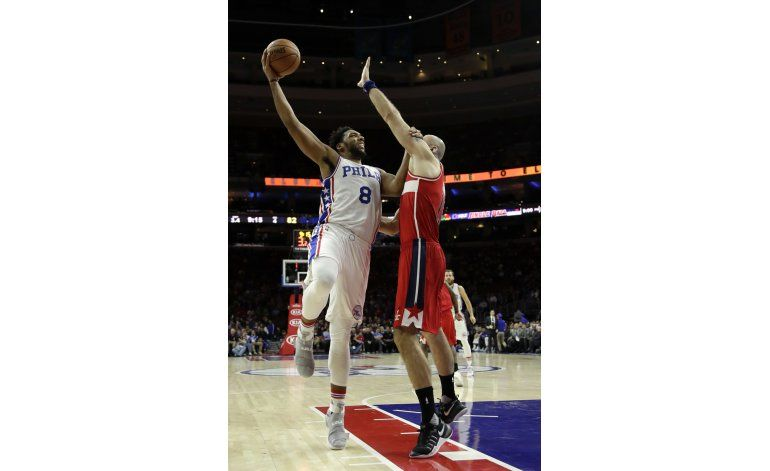 Okafor anota 19 puntos, 76ers doblegan a Wizards