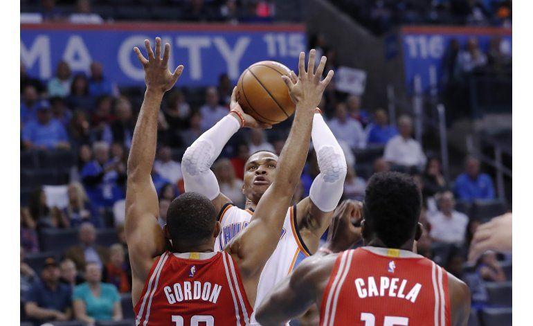 Westbrook anota 30 puntos y gana Thunder a Rockets