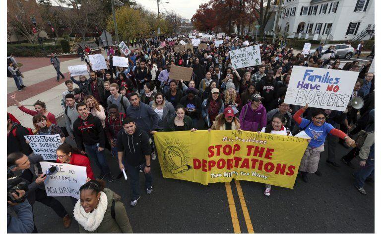 Universitarios protestan contra plan de deportación de Trump