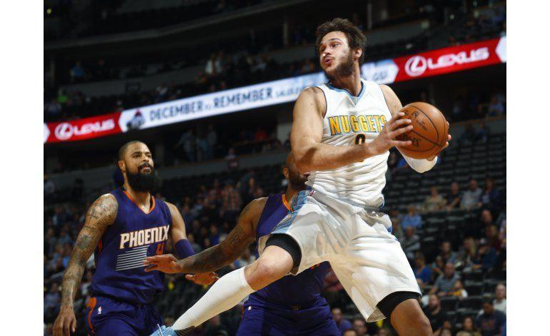 Chandler anota 28 puntos, Nuggets ganan 120-104 a Suns