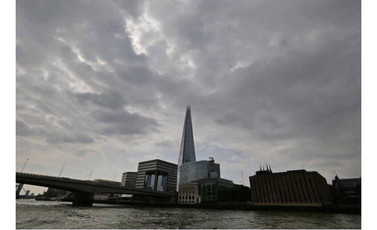Un dron por poco choca con un avión en Londres