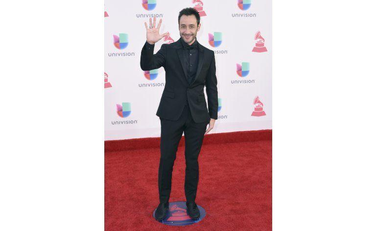 Blanco y negro en la alfombra roja de los Latin Grammy